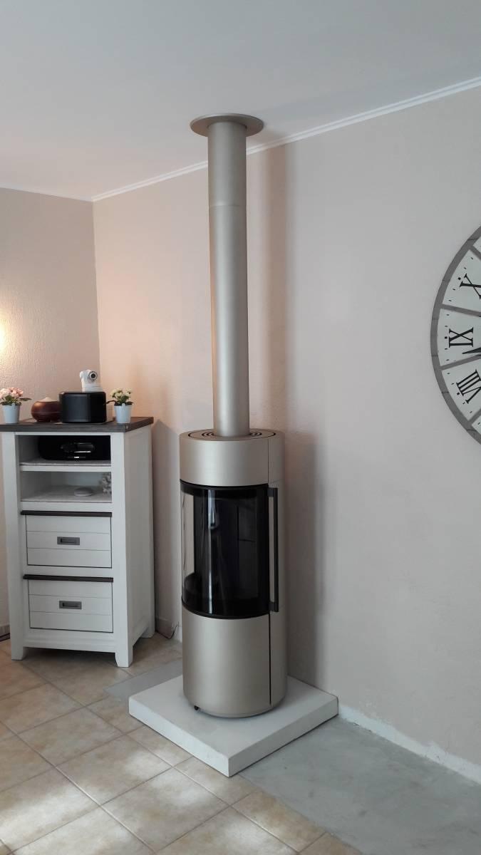 installation d 39 un po le bois rond spartherm cuers conception et installation de chemin es. Black Bedroom Furniture Sets. Home Design Ideas